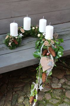 """Ein Adventskranz mal anders…… Ein Halbbogen mit einem Schweif aus Luftwurzel… An Advent wreath with a difference … A half-bow tied with a tail of aerial root and ivy. Freshly bound from Nordmann fir (this is the fir that does not """"spike"""" and cut … Christmas Decorations Diy Crafts, Diy Home Crafts, Decor Crafts, Holiday Decor, Easy Decorations, Easy Crafts, Home Decor, Christmas Candles, Christmas Centerpieces"""