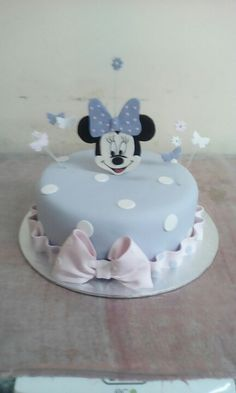 Love disney cakes especially minnie mouse Disney Cakes, Minnie Mouse, Kids Rugs, Desserts, Food, Home Decor, Tailgate Desserts, Deserts, Decoration Home