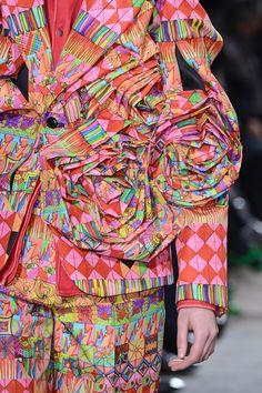 Comme des Garçons Otoño/Invierno 2013Semana de la Moda de París…..Comme des GarçonsAutumn/Winter 2013Paris Fashion Week