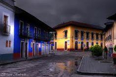 Pienso que así debería ser Todo México, sencillo, simple, tradicional, turístico, rica comida, con historia, lindo y limpio, ah y con excelente clima ;). Calle Real del Monte. México