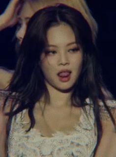 "COOPER on Twitter: ""jennie kim this is so illegal 🥵… "" Kpop Girl Groups, Korean Girl Groups, Kpop Girls, Kim Jennie, Mode Ulzzang, Blackpink Funny, Blackpink Video, Black Pink Kpop, Blackpink Photos"