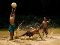 PHOTO SERIES SHOWS US WHAT IT'S LIKE TO PLAY BALL AROUND THE WORLD