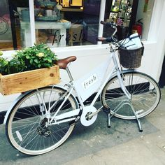 #bike #shelfie outside @freshbeauty store in @coventgardenldn. This American beauty brand from Boston sells all manner of luxury lotions and potions from this store #marylebone & @theofficialselfridges. Started by 2 founders Lev Glazman and Alina Roytberg.  #cosmetics #beauty #make-up #fresh #productpresentation #visualmerchandising #design #retail #tigerleapretail