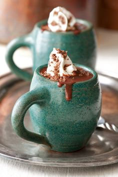 Thick & Spicy Hot Chocolate Have you ever experienced a powerful urge to sachet up to the dessert buffet at a fancy event and just stick your face under the flowing chocolate of a chocolate fountain? If yes, this is the recipe for you. Café Chocolate, Mexican Hot Chocolate, Homemade Hot Chocolate, Hot Chocolate Recipes, Melting Chocolate, Nutella Recipes, Chocolate Shavings, Buffet Dessert, Pause Café