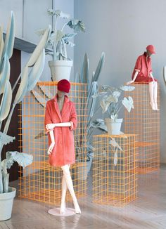 45 Best Ideas Boutique Displays and Visual Merchandising Boutique Displays with plants 02 Visual Merchandising Displays, Visual Display, Window Display Design, Shop Window Displays, Retail Displays, Fashion Window Display, Retail Windows, Store Windows, Store Concept