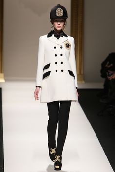 1955, A-line: any dress or coat with narrow shoulders, a high bust and a flared skirt モスキーノ2013AW コレクション Gallery65