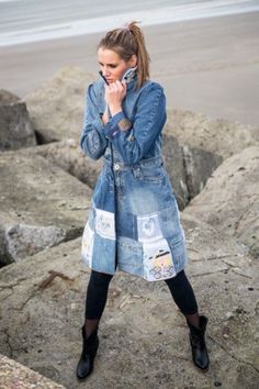 Upcycling your former jeans by Trudi de Kreek Shop Shabby Shack Vintage Denim in Courtyard Antiques in the Mason Antiques District. Sewing Jeans, Sewing Clothes, Diy Clothes, Recycled Fashion, Recycled Denim, Estilo Jeans, Jeans Denim, Patched Denim, Diy Vetement