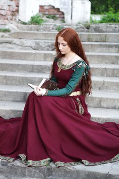 Medieval Scottish Clothing Women Renaissance dresses