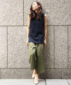 Olive wide leg pants and black top Fashion Pants, Fashion Outfits, Womens Fashion, Fashion Trends, Japan Fashion, Daily Fashion, Basic Outfits, Summer Outfits, Pantalon Large