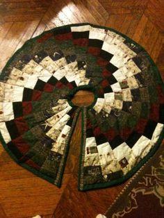 Spiral Christmas Tree Skirt - via @Craftsy -- FREE PATTERN!