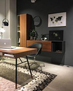 HomeOffice 👌🏻 | #minimalism   #homeoffice |   #christmas #gemütlich #simplicity  #simplicity #berlin #xmas #weihnachten #xmas2017 #2017   #hygge #beautiful #boconceptberlin  #machdasbesteausdeinemraumboconceptberlin   #boconcept   #interior  #danishdesign   #Design   #Lifestyle  #red