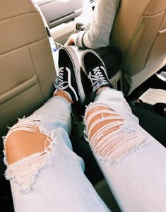 Pin on Sexy kicks ☆ Pin on Sexy kicks ☆ Trendy Outfits, Boy Outfits, Summer Outfits, Cute Outfits, Fashion Outfits, Fashion Trends, Cute Ripped Jeans, Ripped Jeans Outfit, Jeans Pants