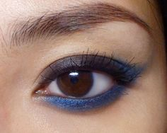 Quick and Easy Black'n'Blue Winged Eyes  http://makeupbox.tumblr.com/post/36187152119/blue-tipped-winged-eyes-heres-a-super-quick