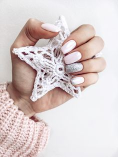 #winternails #pinknails #nails2017 #decembernails #luxio #luxio_fairy #luxio_nails #glitz #nailsidea #маникюрзима #зимнийманикюр #маникюрзима2017 #розовыйманикюр