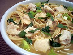 A Simple and delicious soup , could be made out of no time ! Chowmein Noodles, Schezwan Noodles, Indo Chinese Recipes, Chinese Food, Pre Cooked Chicken, How To Cook Chicken, Chicken Noodle Soup, Noodle Recipes, Vegetarian