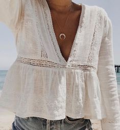 trendy Curved Cresent Moon Necklace Gold Womens Fashion Curved Cresent Necklace Silver accessories Boho Moon Necklace gold jewel new Affordable Cresent Moon Necklace gifts Fashion Mode, Look Fashion, Womens Fashion, Fashion Trends, Cheap Fashion, Beach Fashion, Fashion Ideas, Boho Fashion Fall, Fashion Spring