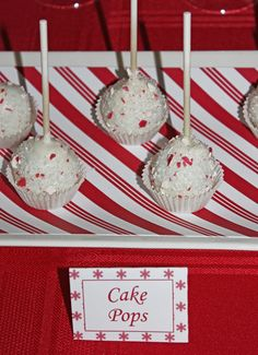 Peppermint Christmas Party Cake Pops #peppermint #cakepops