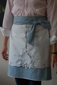Here& my finished creation. The two parts are connected at the waist band and seperate down the sides. The overlay is a vintage table c. Flirty Aprons, Cute Aprons, Sewing Aprons, Sewing Clothes, Aprons Vintage, Vintage Table, Retro Apron, Vintage Linen, Apron Designs