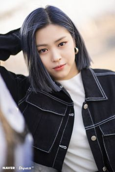 "Ryujin (Itzy) turns into ""short-hair goddess"" abroad Kpop Girl Groups, Korean Girl Groups, Kpop Girls, Kpop Hair, Kpop Short Hair, Peinados Pin Up, New Girl, Blue Hair, Short Hair Styles"