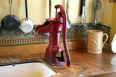Kitchen water pump of Boston Hotel now Astor House Museum. Photo by Jim Steinhart Old Kitchen, Country Kitchen, Vintage Kitchen, Country Living, Kitchen Sinks, Country Life, Kitchen Remodel, Kitchen Cabinets, Old Water Pumps