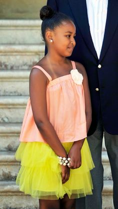 Sasha Obama arrives at the Marivent Palace on Aug. 2010 in Palma de Mallorca, Spain. Photos: Malia and Sasha Obama Barack Obama Family, Malia Obama, Obama Daughter, First Daughter, Barak And Michelle Obama, Presidente Obama, Malia And Sasha, First Black President, Black Presidents