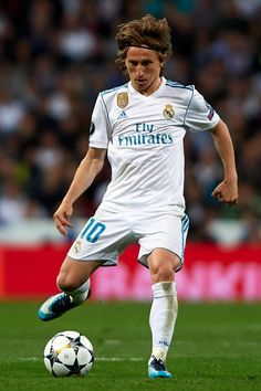 Luka Modric of Real Madrid in action during the UEFA Champions League Semi Final Second Leg match between Real Madrid and Bayern Muenchen at the Bernabeu on May 2018 in Madrid, Spain. Get premium, high resolution news photos at Getty Images Champions League Semi Finals, Uefa Champions League, Club Football, Equipe Real Madrid, Sports Celebrities, National Football Teams, Fifa World Cup, Physical Activities, Football Players