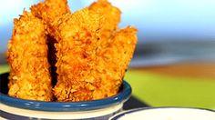 Bâtonnets de saumon pané et mayo au citron. Cette recette est bonne avec d'autres poissons et peut aussi se faire en burger au poisson. Onion Rings, Kids Meals, Salmon, Dips, Grains, Healthy Recipes, Healthy Food, Vegetables, Ethnic Recipes