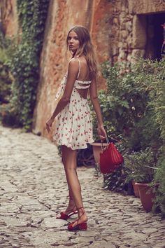 Fashion brand For Love & Lemons turns up romantic vibes for its spring 2017 collection. Starring model Magdalena Frackowiak, the Polish beauty poses for Zo