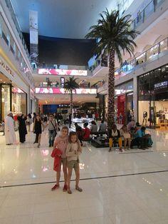 Dubai Mall avec les enfants Voyage Dubai, Destinations, Dubai Mall, Destination Voyage, Blog Voyage, Times Square, Street View, Luxury, House