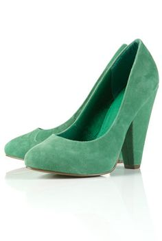 GORGEOUS GREEN SUEDE ALMOND TOE COURT SHOES $110