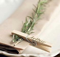 Rosemary place setting, so simply to do but beautifully chic ! Rosemary place setting, so simply to do but beautifully chic ! Rosemary place setting, so simply to do but beautifully chic ! Rosemary place setting, so simply to do but beautifully chic ! Creative Place Cards Wedding, Wedding Place Cards, Wedding Table, Wedding Card, Wedding Name Tags, Wedding Invitations, Wedding Centerpieces, Wedding Decorations, Christmas Decorations