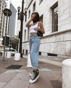 5 Summer Jeans and Sneakers Street Style - Outfit Ideen Street Style Outfits, Best Casual Outfits, Sneakers Street Style, Mode Outfits, Retro Outfits, Summer Outfits, Winter Outfits, Vintage Outfits, Grunge Outfits