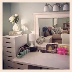 Michelle - Blog #Vanity #Station from #Ikea Fonte : http://www.maggies-makeup.com/2013/01/this-week-on-instagram.html