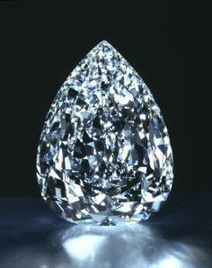 """""""Gran Mogoul"""" diamond. Il Gran Mogol è un diamante dal peso di 280 carati, di colore blu chiaro, scoperto in India nel XVII secolo.  Prende il nome da Shah Jahan, che costruì il Taj Mahal. Si pensa che, allo stato naturale, potesse pesare circa 800 carati. Risulta scomparso."""