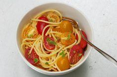 Una ricetta fresca e profumata aspettando l'estate! Ricetta Spaghetti profumati con pomodorini e maggiorana - Labna