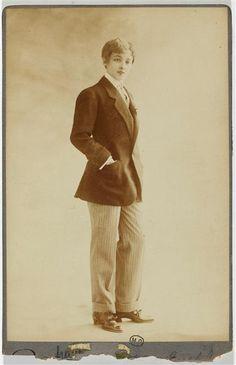 L'actrice Jane Renouardt habillée en homme, 1900  by Reutlinger (via)