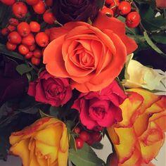 Roses are red pink yellow white purple.... Pitkän päivän ilta ansaitsee muutaman ruusun  #rose #roses #flower #flowers #instaflowers #kukka #kukkakimppu #syksynvärit #home #myhome
