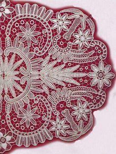 F Filet Crochet, Irish Crochet, Crochet Motif, Macrame Patterns, Lace Patterns, Gold Embroidery, Embroidery Dress, Point Lace, Linens And Lace