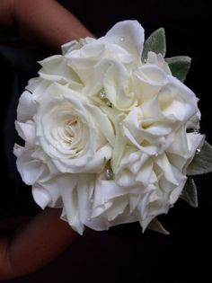 Round rose bouquet with sparkle!