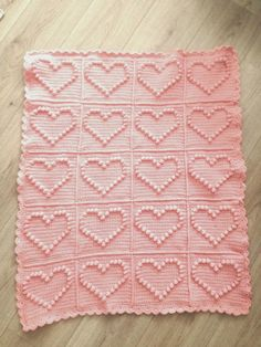 Angels handmade with love: Bobble heart blanket + vertaald patroon ! Crochet Home, Love Crochet, Baby Blanket Crochet, Crochet Baby, Crochet Square Patterns, Bobble Stitch, Knitted Blankets, Baby Patterns, Baby Knitting
