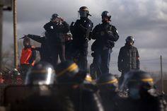 ...die Sicherheitskräfte verschossen Tränengas gegen die Demonstranten.