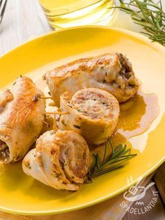 Se volete cimentarvi in una golosa preparazione, per variare il menu della settimana, provate gli Involtini di pollo con mortadella, funghi e sottilette!