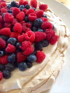 Mint Green Apron: Easy Pavlova with Summer Berries 4 Ingredient EASY! Green Apron, Summer Berries, Pavlova, Summer Desserts, Sugar And Spice, 4 Ingredients, Mint Green, Goodies, Healthy Eating