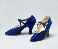 Blue Silk Satin Shoes - c. 1925 - by Hook, Knowles & Co., London - Photo by Anne Hansteen Jarre - Nasjonalmuseet for kunst, arkitektur og design, Norway 20s Fashion, Art Deco Fashion, Fashion Shoes, Vintage Fashion, Fashion Outfits, Satin Shoes, Satin Pumps, Vintage Boots, Vintage Outfits