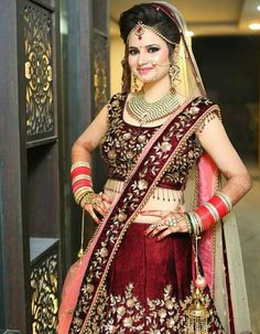 Only the front hair setting Indian Bridal Photos, Indian Bridal Outfits, Indian Bridal Fashion, Indian Bridal Wear, Indian Wedding Couple Photography, Indian Wedding Bride, Bridal Photography, Latest Bridal Dresses, Bridal Portrait Poses