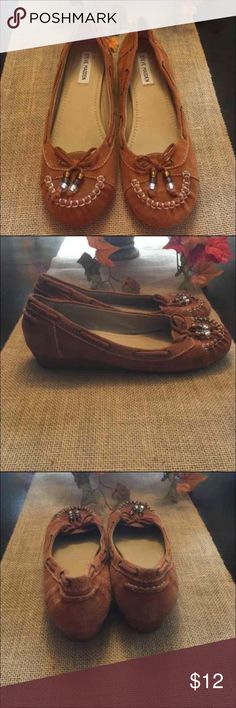 """Steve Madden moccasins (9) Gently used Steve Madden moccasins size 9.  Only selling bc they're too small for me post-baby. They have a very subtle wedge so they're not really flats, kind of """"dresses them up"""" a bit.   Cheaper on Merc Steve Madden Shoes Moccasins"""