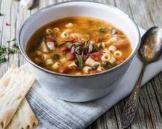 Minestrone (soupe de pâtes aux légumes) pour conserver son bronzage : http://www.fourchette-et-bikini.fr/recettes/recettes-minceur/minestrone-soupe-de-pates-aux-legumes-pour-conserver-son-bronzage.html