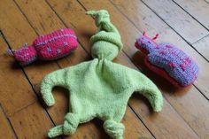 Hello tout le monde! C'est aujourd'hui la journée mondiale du tricot. Et oui! Même le tricot a sa journée!!! En cette occasion, je n'avais pas envie de faire une nouvelle création…