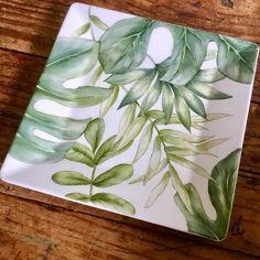 Ceramic Decor, Ceramic Clay, Ceramic Pottery, Leaf Design, Pottery Painting, Ceramic Painting, Painted Plates, Hand Painted, Glass Art