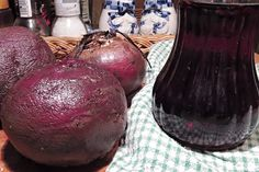 Tento sirup je výtečný přírodní lék na kašel, nachlazení, angíny a také může pomoci lidem, kteří trpí chudokrevností. Natural Medicine, Onion, Detox, Food And Drink, Potatoes, Homemade, Fruit, Vegetables, Cooking